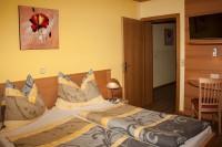 Ferienwohnung mit Blick auf das Doppelbett